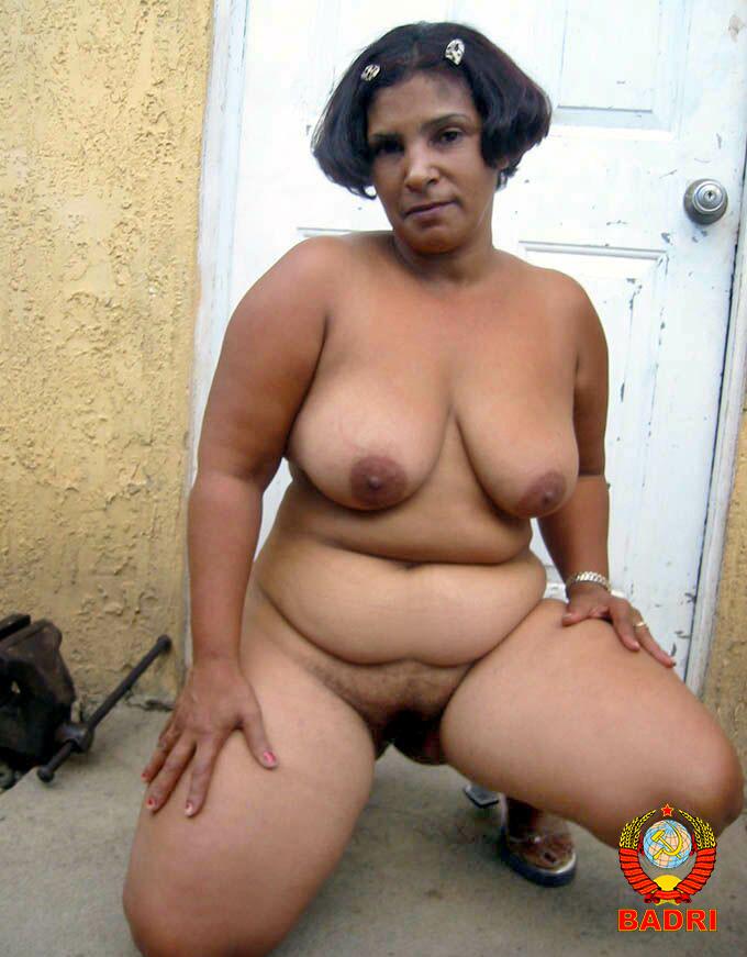 Доминиканская женщина разделась за небольшую сумму