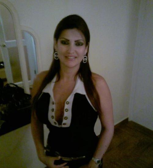 Большие сиськи шикарной милфы из Ливана