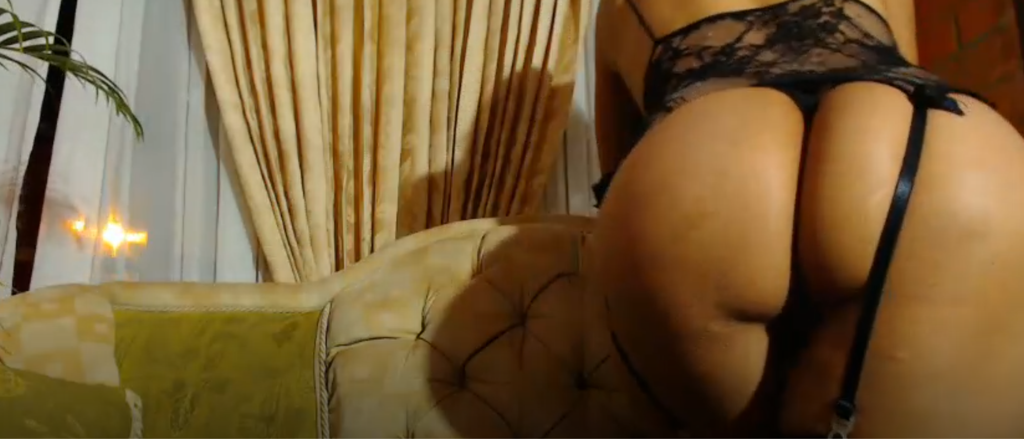 Красивая телка из Чили мастурбирует дилдом