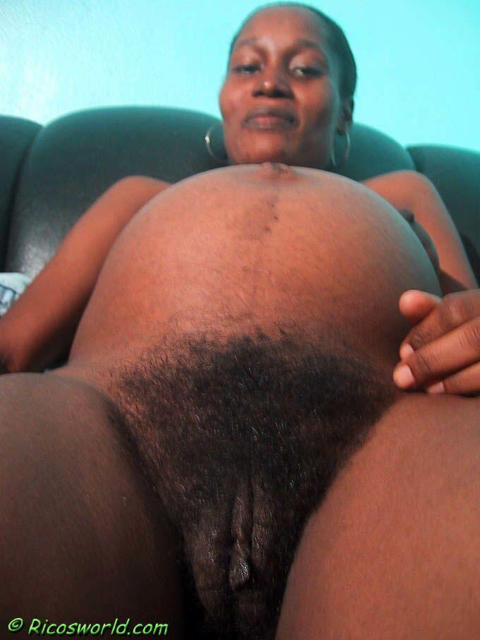 Худая гаитянская женщина с волосатой пиздой во время беременности и после
