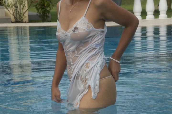 Интимные фото женщины из Сингапура