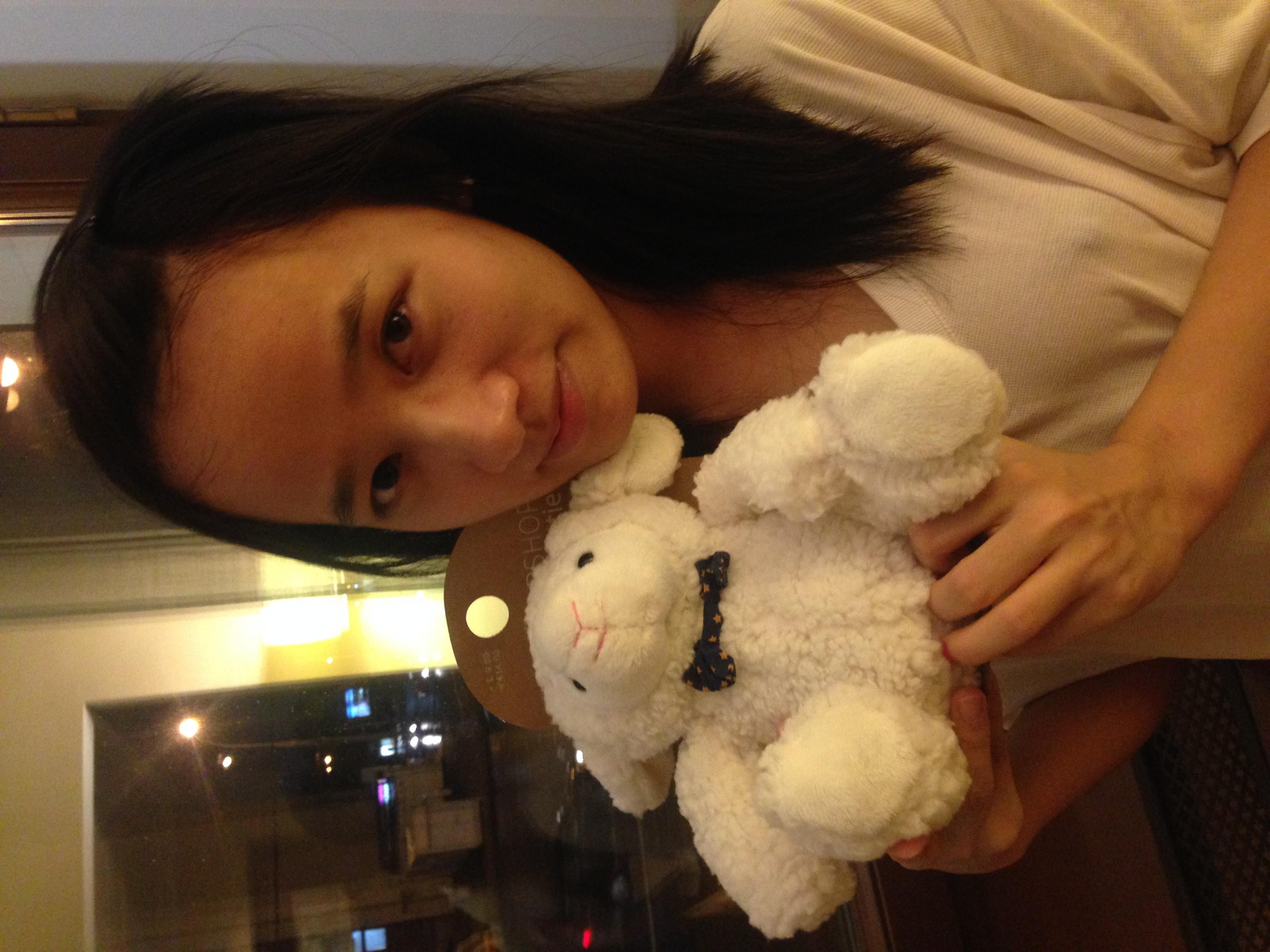 Девушке из Гонконга очень одиноко одной