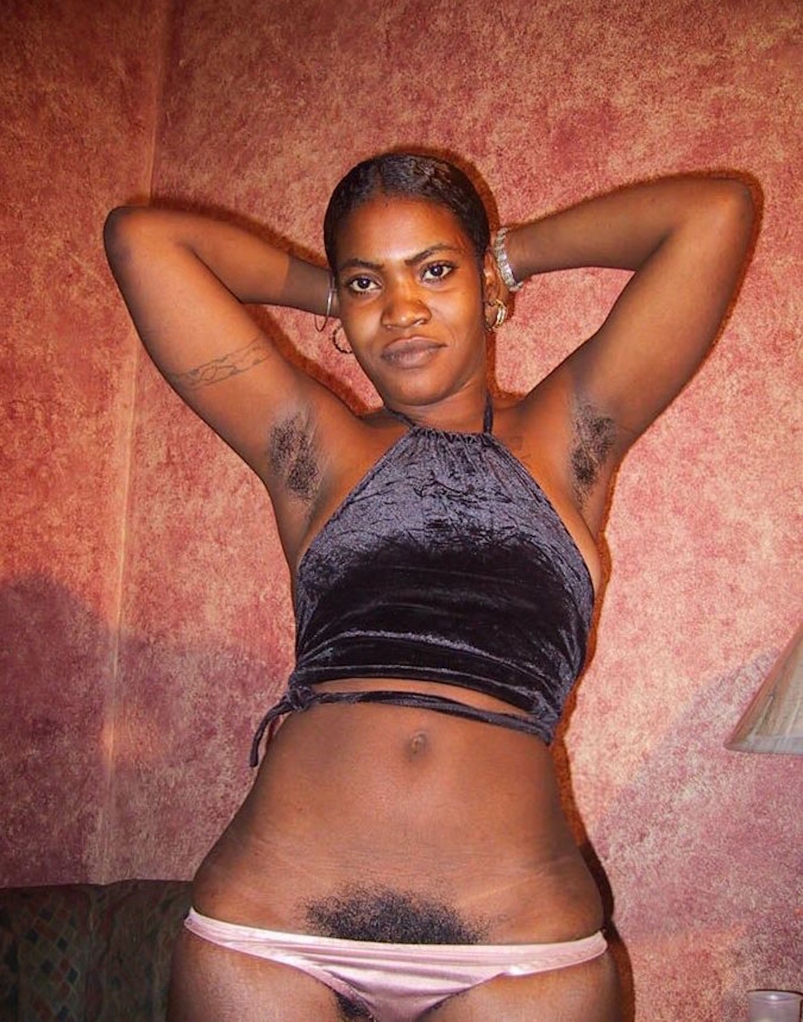 Гаитянка с волосатой пиздой Жозефина