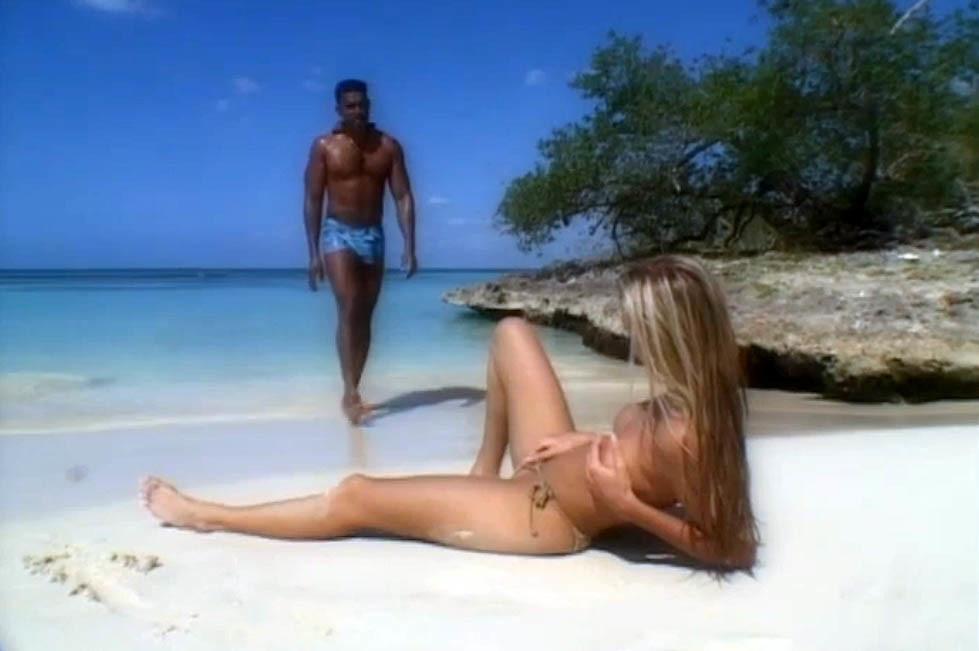 Секс на пляже молодой уругвайской аристократки и темнокожего потомка рабов