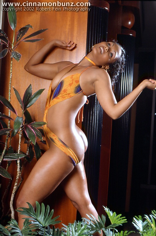 Сочная модель из Тринидада Элизин