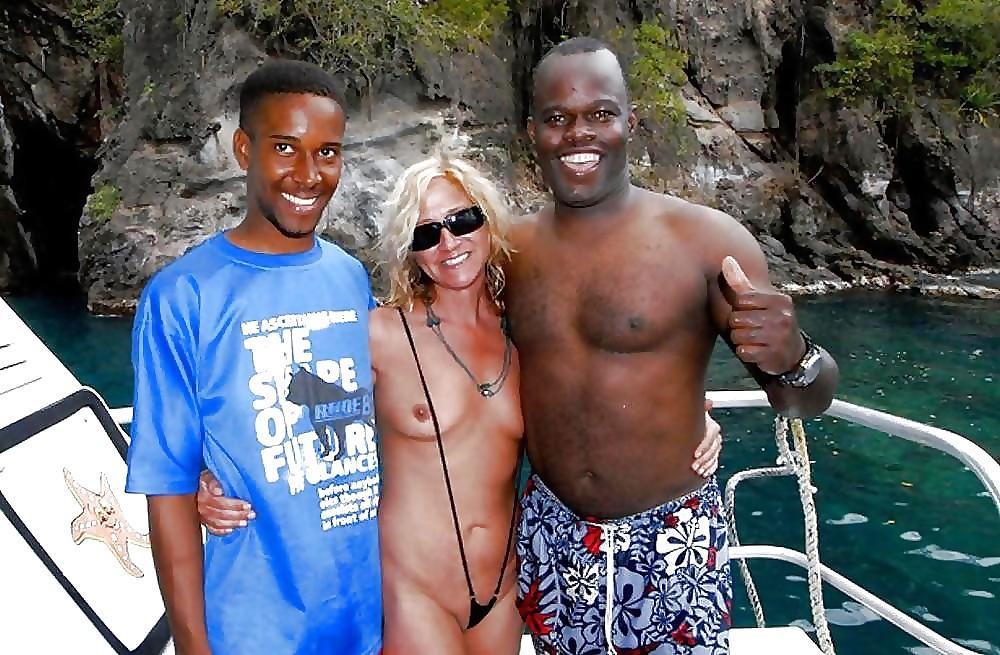 Белые бляди развратничают на Ямайке