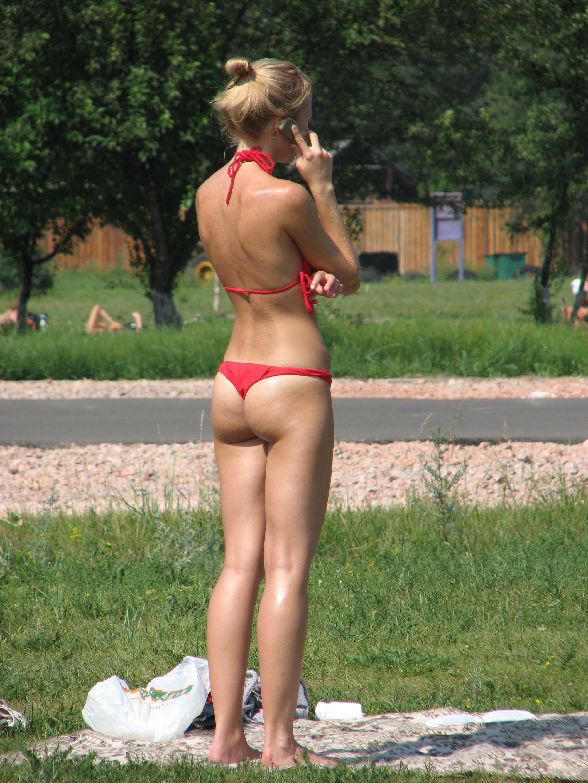 Задницы женщин в бикини - компиляция 28