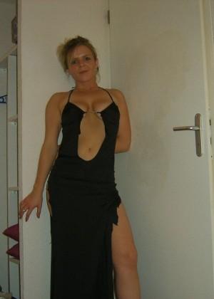Стройная француженка Сандрина любит сексуально одеваться и раздеваться