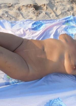 Трах зрелой румынки после купания на пляже