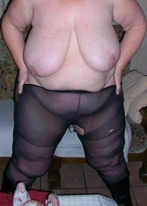 Жирная женщина из Бельгии в колготках