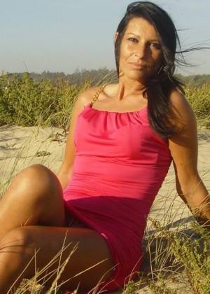 Не обнаженная, но сексуальная португальская милфа