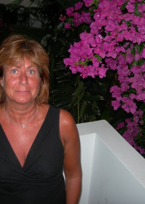 Пожилая шведская жена с волосатой пиздой
