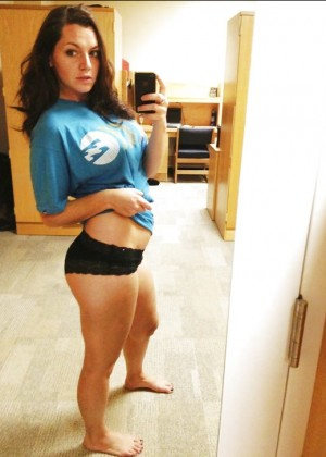 Молодая голая бельгийка Сара