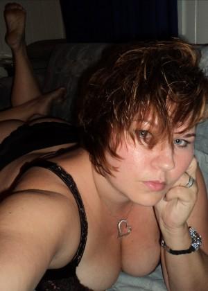 Пухлая норвежка Жанет принимает душ