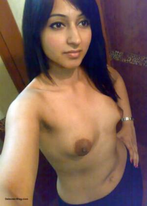 Зрелые и молодые индианки светят сиськами и вагинами
