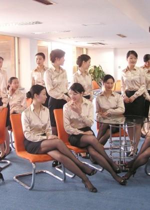Азиатку на работе #13