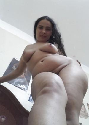 Египтянка с пышными формами тела и большой, не упругой грудью
