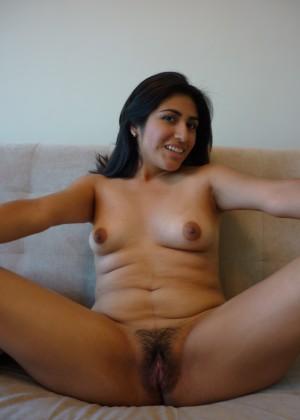 Мексиканка показывает пизду перед минетом