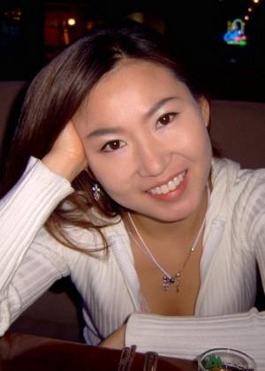 Пушистый лобок и небольшие сиси реальной кореянки