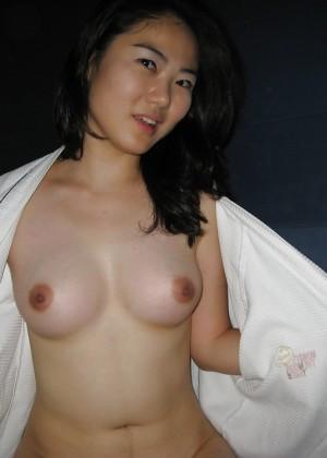 Молодая кореянка с волосатой пиздой любит секс