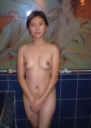 Выебали вдвоем тайваньскую женщину