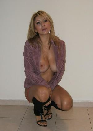 Обнаженная сексуальная женщина из Израиля