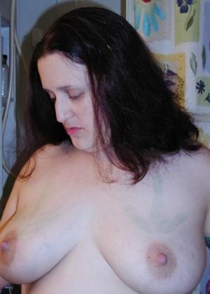 Пожилая жирная американка Лорен любит обнажаться