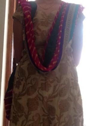 Девушка из Бангладеша показывает красивые сиськи
