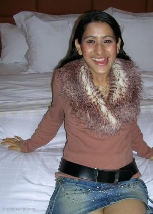 Молодая марокканка сосет и принимает сперму на лицо