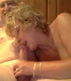 Пожилая пара из Техаса занимается виртуальным сексом на вебку
