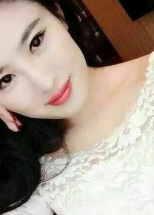 Соблазнительная грудь девушки из Гонконга