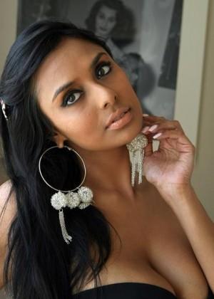Красивая модеь Нилианти Нариан с острова Фиджи