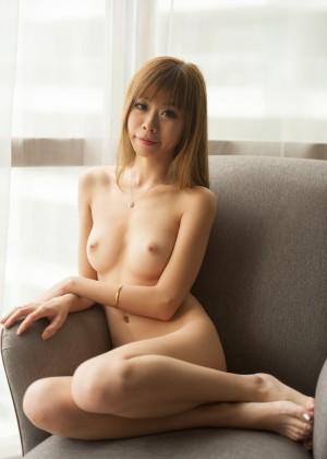 Эротика плоской девушки из Сингапура