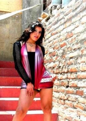 Ливанская женщина в коротком платье