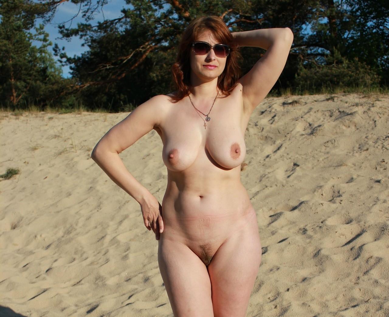частные фото голых женщин на пляжах и природе бросился