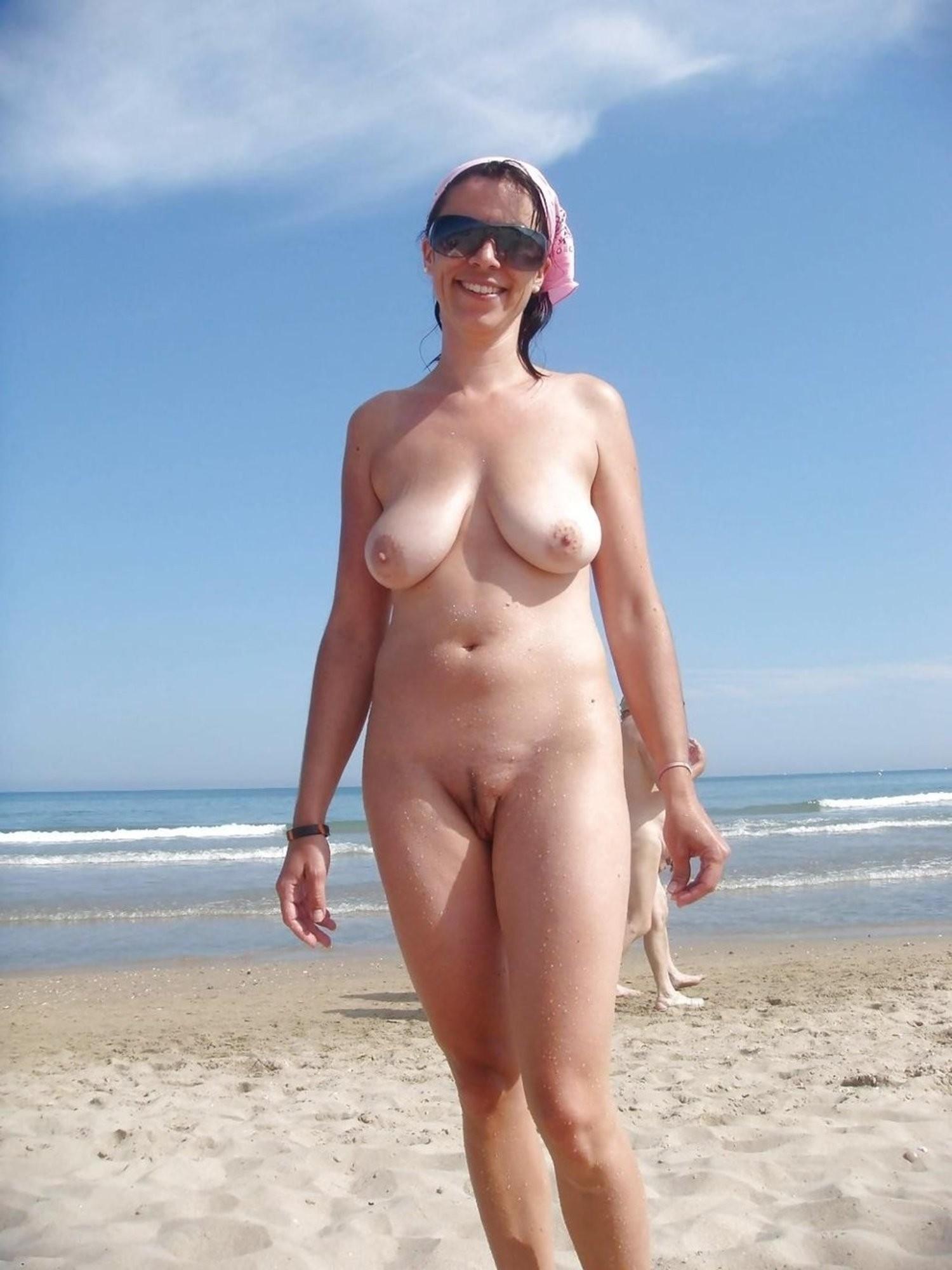 foto-golie-zrelie-na-more