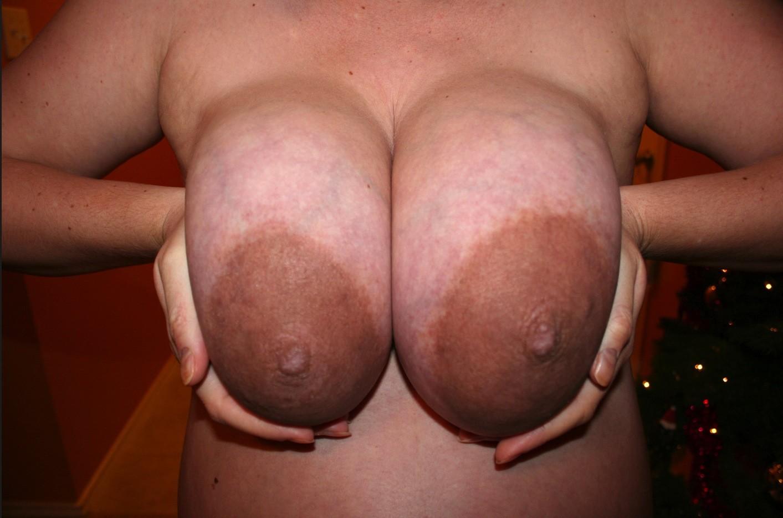 Мамины сиси с большими коричневыми сосками — pic 15