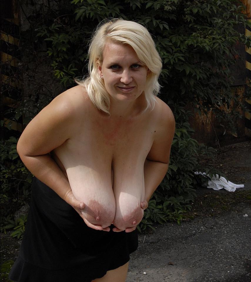сняла фото висячие груди зрелой там должен