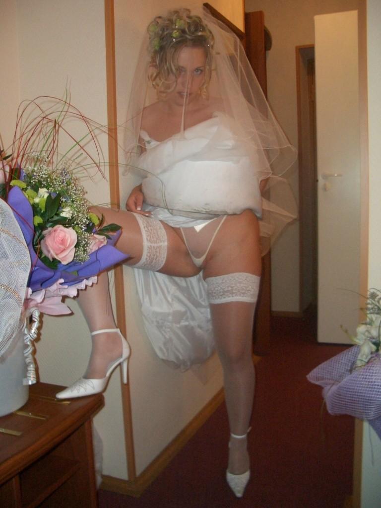 Фото засветы невесты без трусов