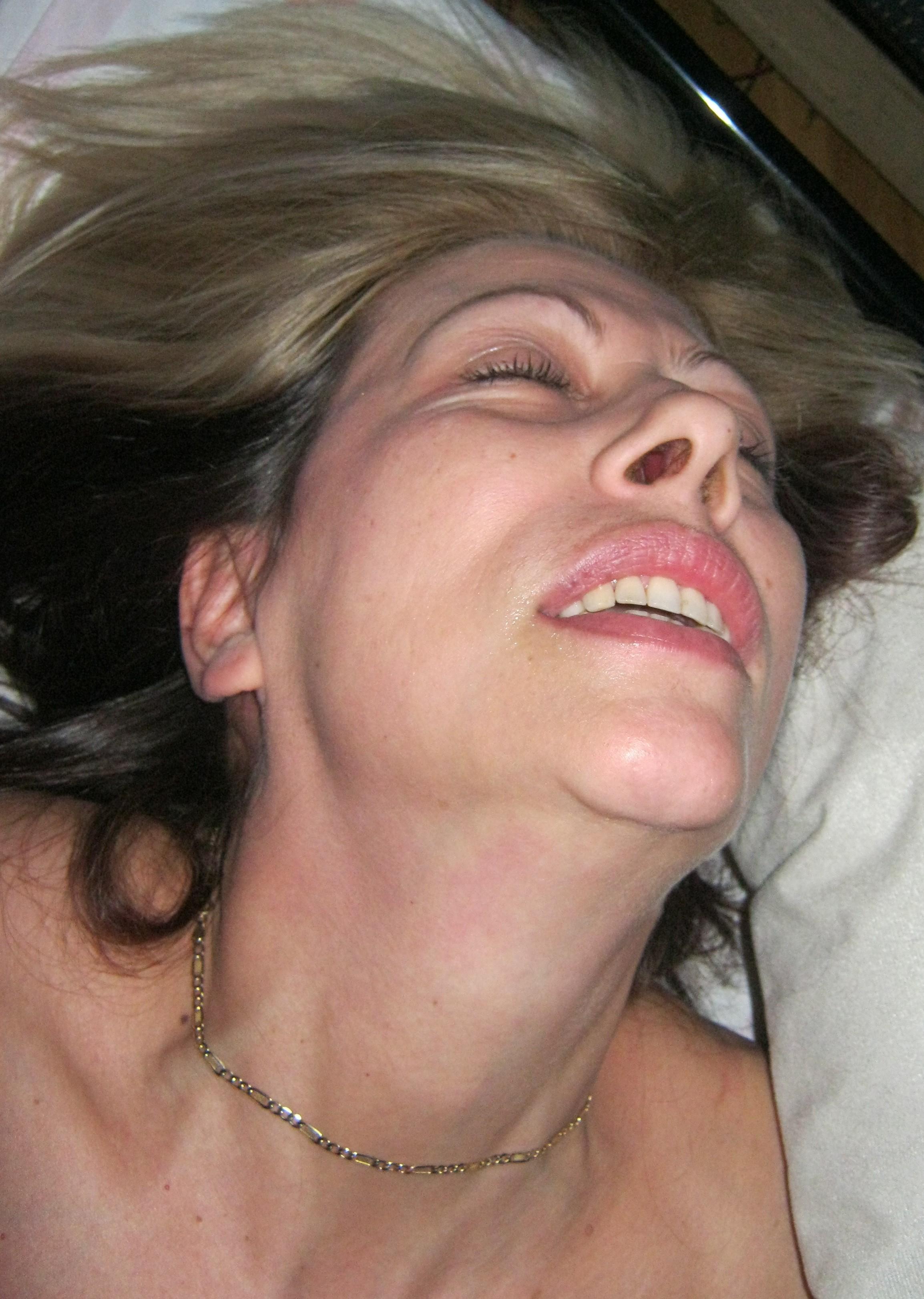 Зрелая жена кайфует от первого в ее жизни МЖМ