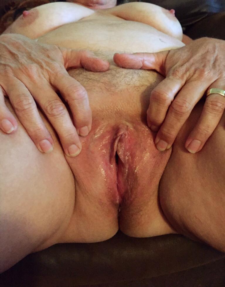 Старые мятые вагины фото, видео как девушки писают на мужчин