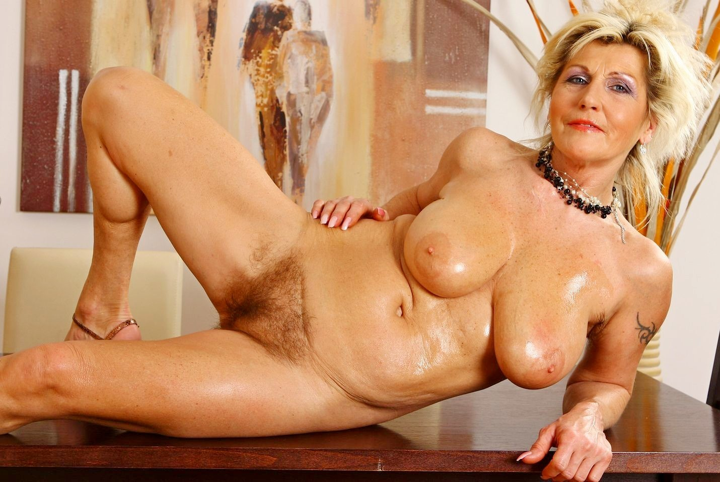 Naked pictures of mature women — img 9