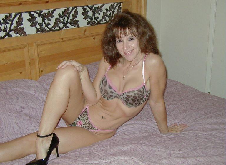 Лиза сняла леопардовое нижнее белье