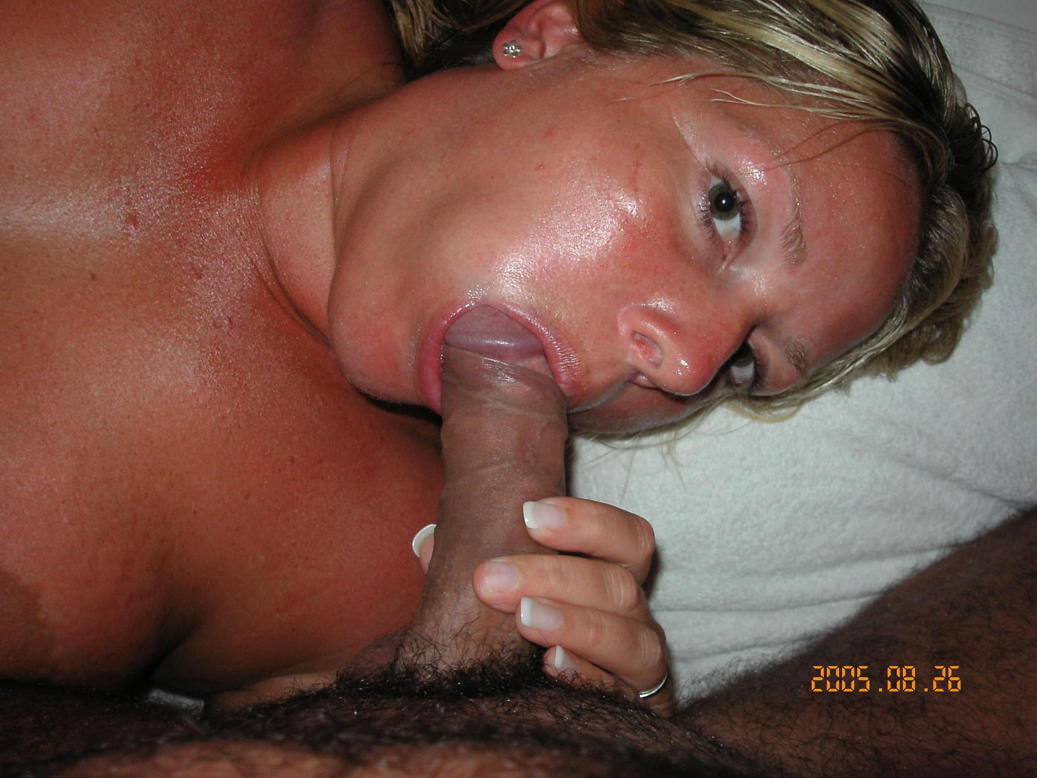 Жена любит сосать мужу хуй и играть с его анусом