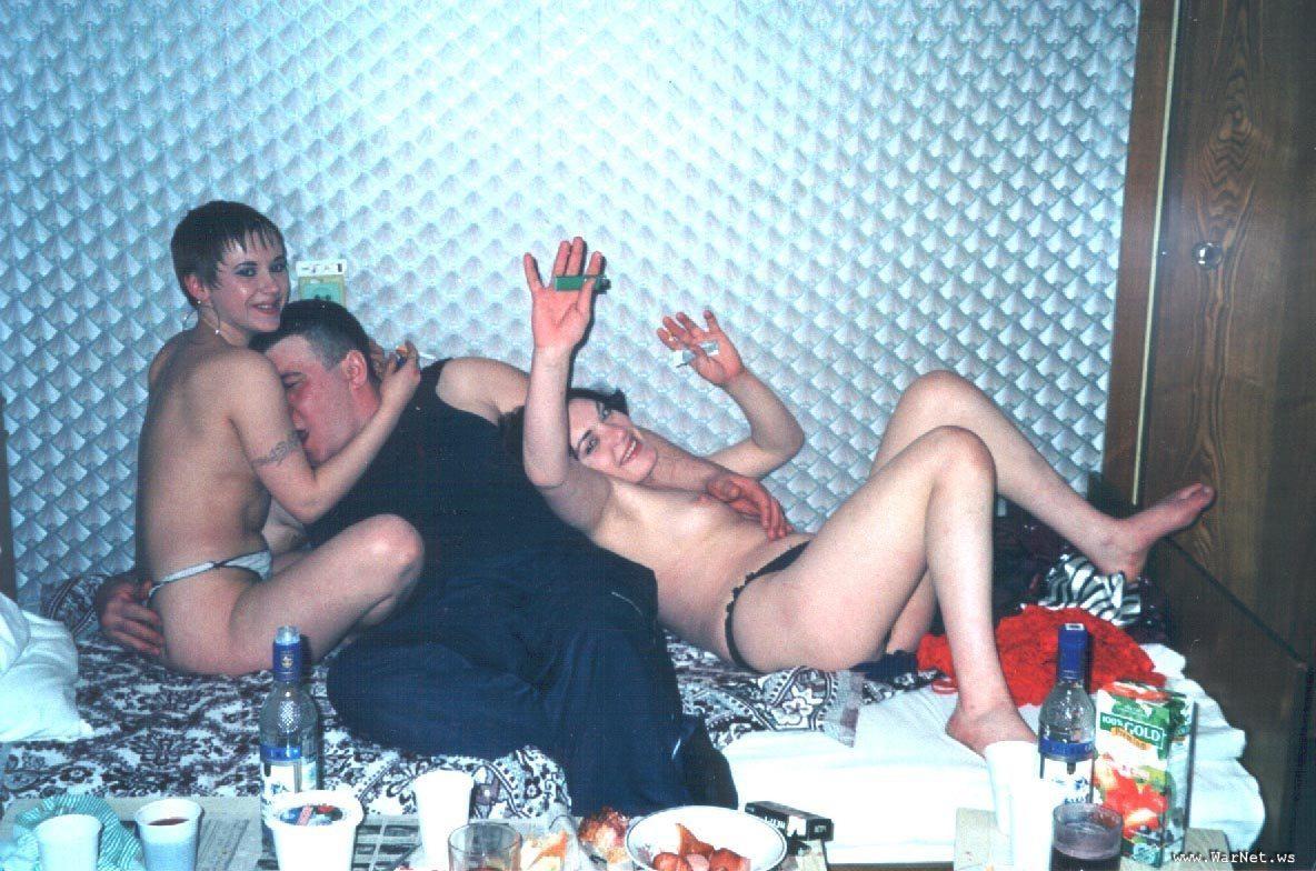Молодежь деревенская секс гулянка в доме
