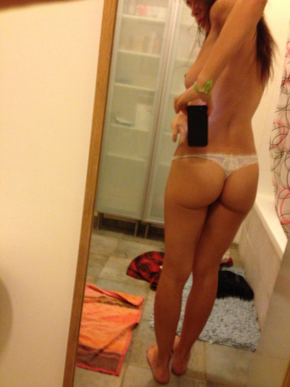 Sara girlfriend naked