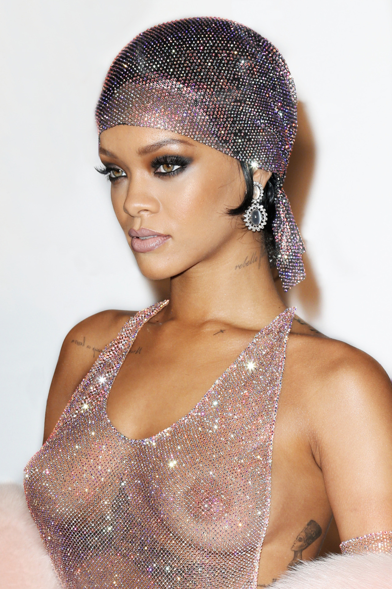 young-sexy-pic-of-rihanna