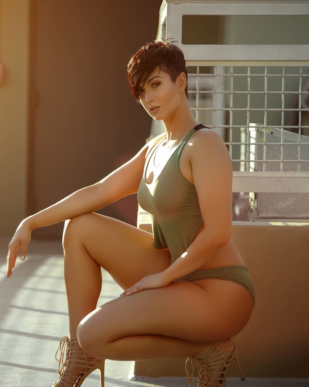 sexy-short-haired-girl