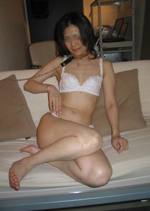 Китайская жена берет хуй в рот