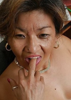 Пожилые азиатские женщины